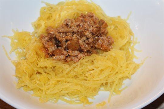 Špagetová tekvica s mletým mäsom